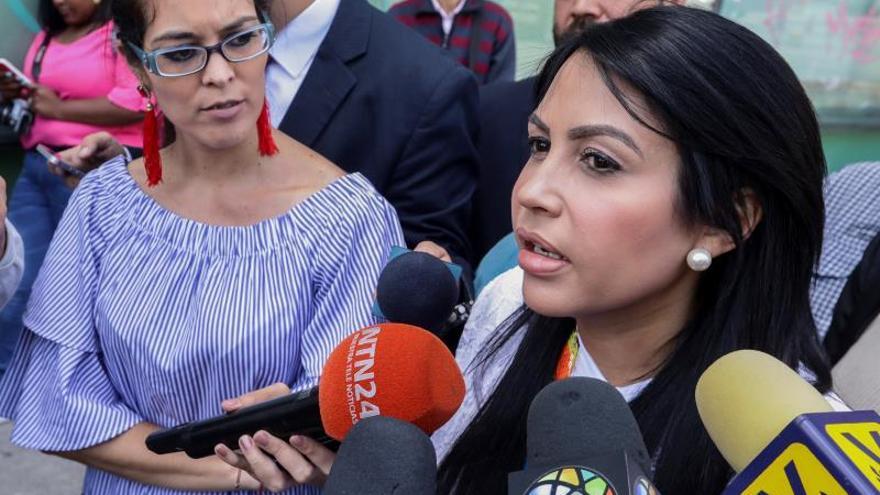 """""""Presos políticos"""" de Venezuela protestan tras la muerte de un militar detenido"""