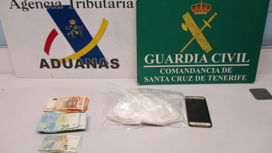 Droga y dinero incautados en la operación de la Guardia Civil y la Agencia Tributaria