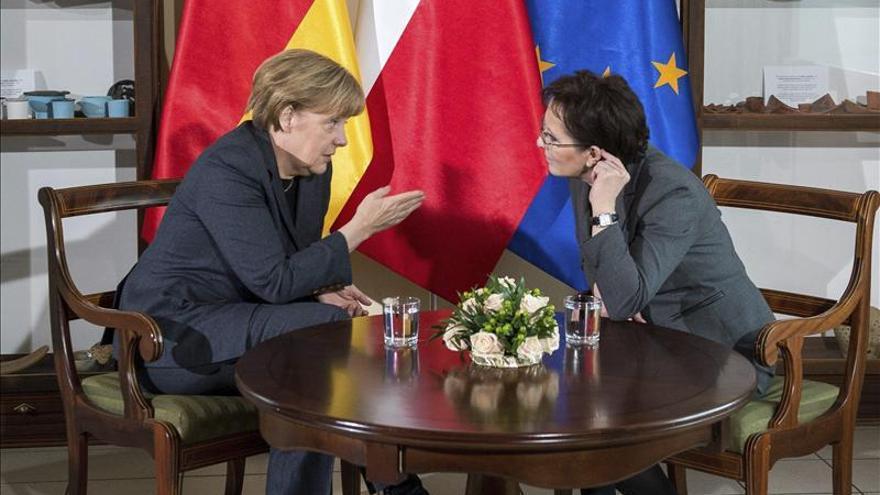 Merkel defiende el diálogo con Rusia frente a la política basada en sanciones