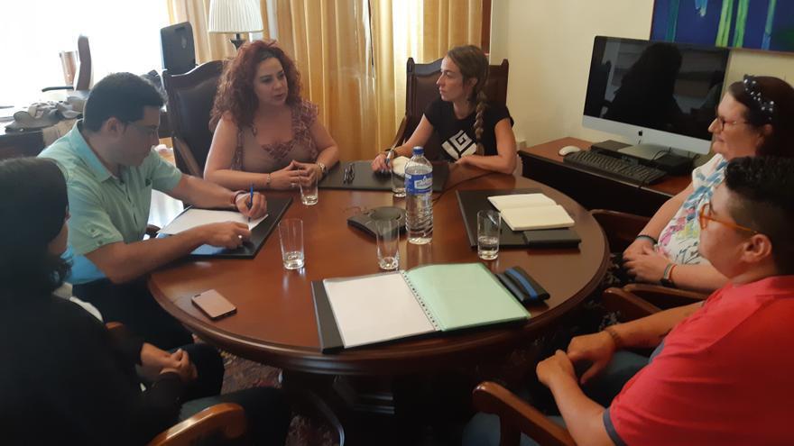 Reunión en el Diputado del Común con el Colectivo Violetas LGTBI.