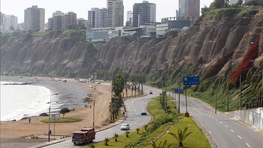 Perú activa alerta de tsunami para monitorear su costa tras sismo en Chile