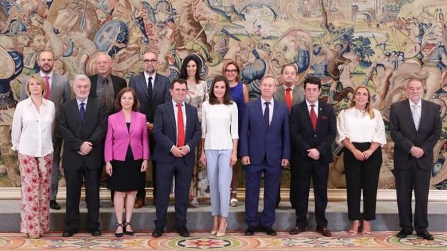 Doña Letizia junto a los representantes de la Asociación Española de Editoriales de Publicaciones Periódicas