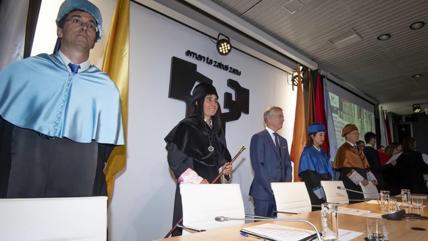 Nekane Balluerka, con el lehendakari en la apertura del curso académico de la UPV/EHU