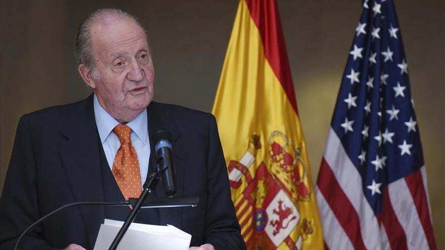 Juan Carlos I premia a senador Menéndez por fortalecer relaciones EEUU-España
