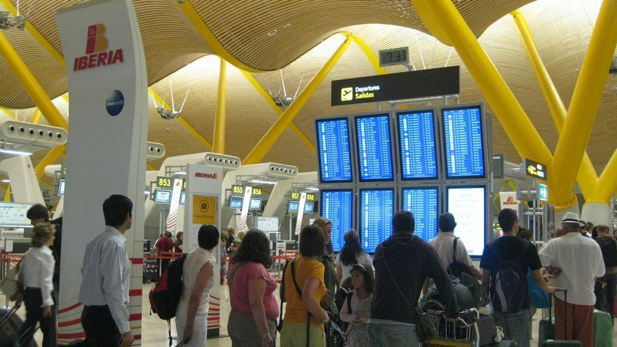 La puntualidad en los aeropuertos de la red de Aena mejora un 10% y se sitúa de media en el 77,7%