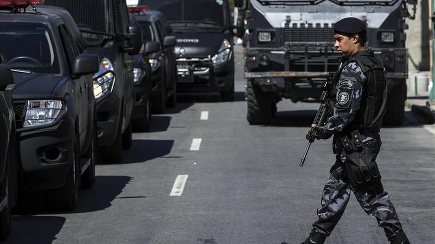 Mueren un niño y un adolescente en un tiroteo en una favela de Río de Janeiro