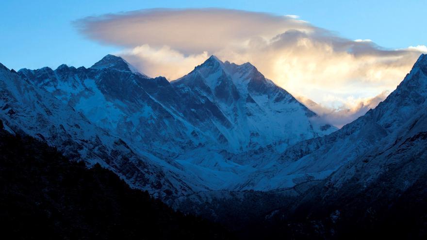 Los microplásticos coronan el Everest