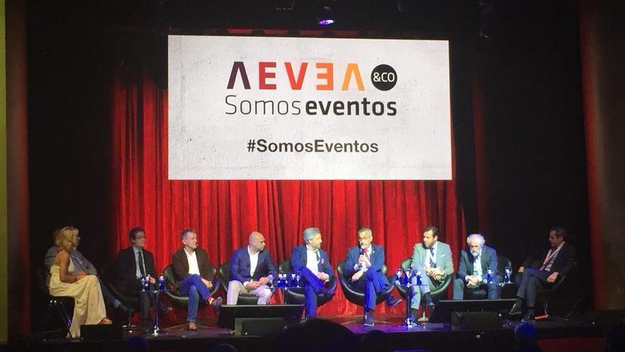 El alcalde de Santa Cruz de La Palma, Sergio Matos  (cuarto por la derecha), ha participado en tercera edición de Aevea&Co junto a representantes de algunas de las principales ciudades de país.