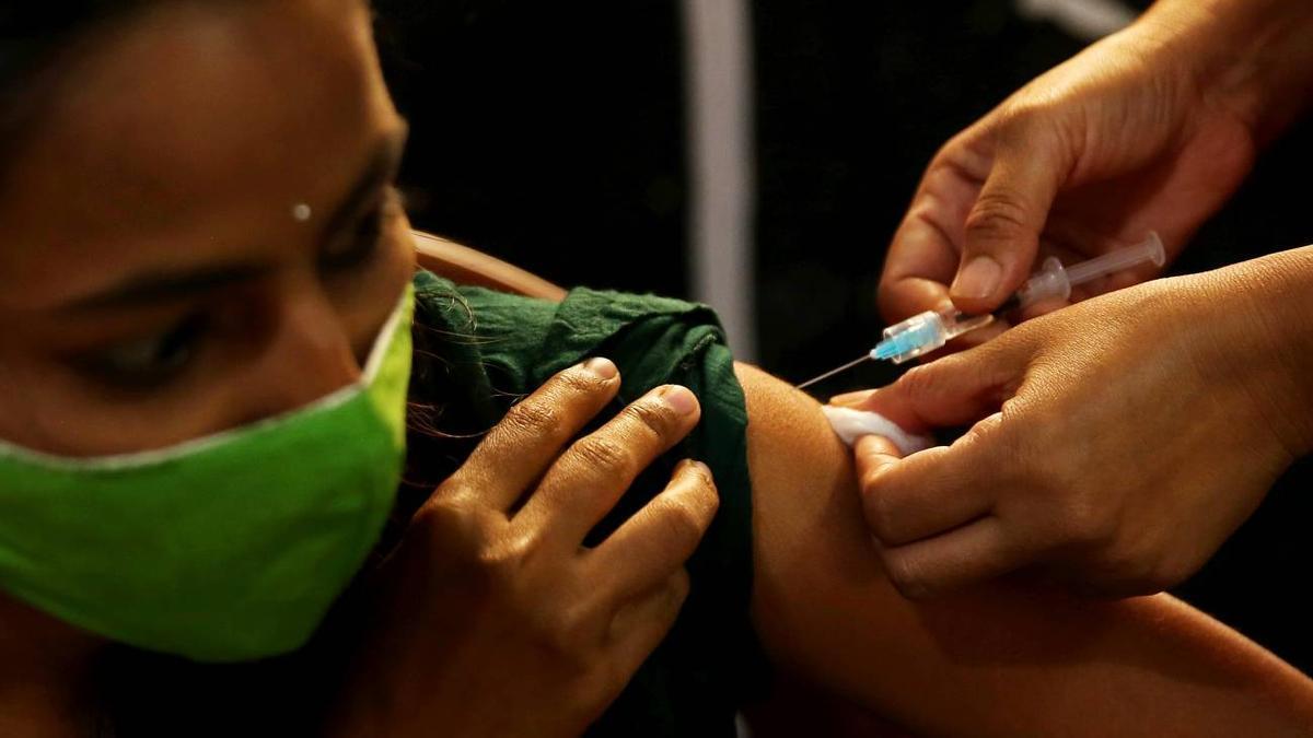 Vacunación contra la covid-19 en Bangalore (India).