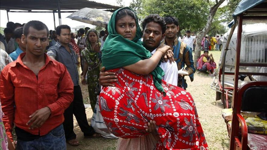 El número de muertos en la tragedia textil de Bangladesh supera los 800