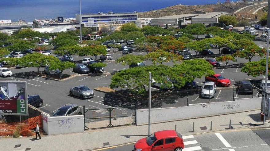 Solar hoy usado para aparcamientos que adquiere la Consejería de Sanidad al empresario Antonio Plasencia