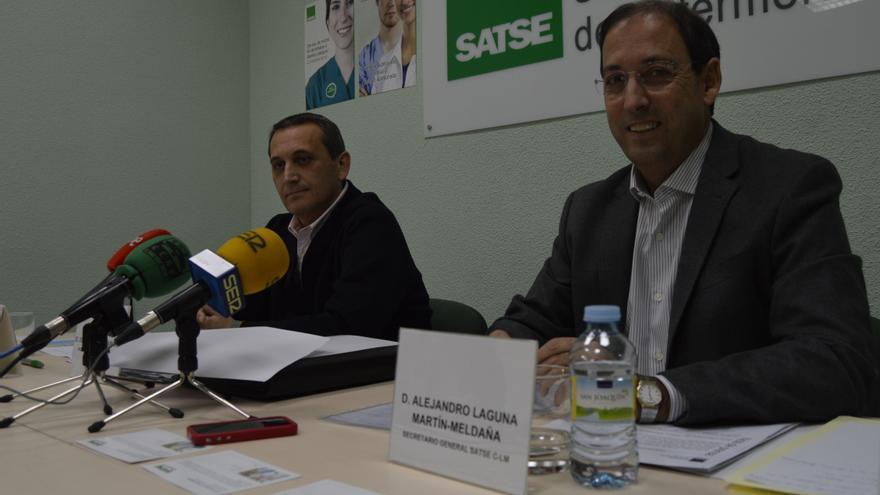 Alejandro Laguna (der), secretario general de SATSE Castilla-La Mancha, y Juan Carlos Muñoz Camargo (izq) / Foto: Javier Robla