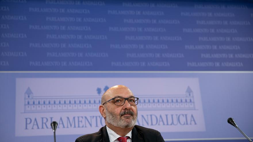 """Adriano Antinoo acusa a Vox de """"lgtbifobia"""" tras pedir el cese de las subvenciones, que fundamenta en la Constitución"""