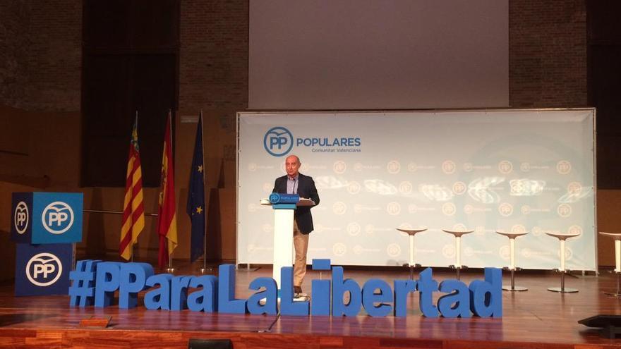 El presidente del PP en la ciudad de Valencia, Alfonso Novo, durante una intervención.