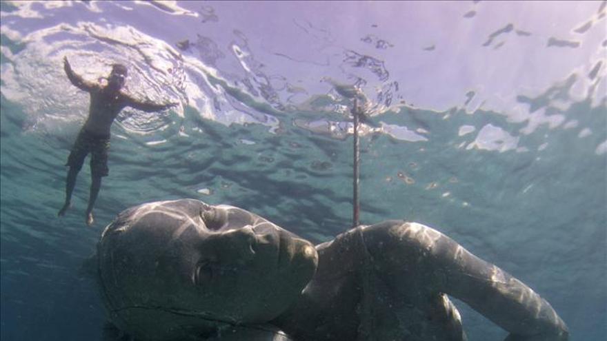 Bahamas coloca en sus aguas la mayor escultura sumergida del mundo