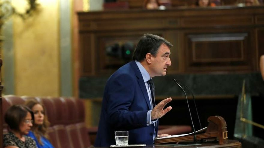 "Esteban pide a Sánchez que dé un paso ""sin miedo"" para un acuerdo de Gobierno"