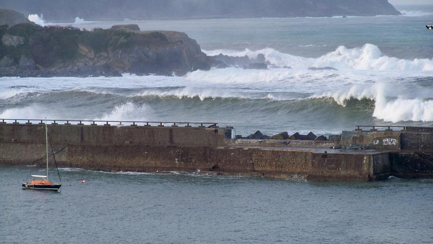 Activado el aviso amarillo para el viernes y sábado por fuertes olas en la costa vasca