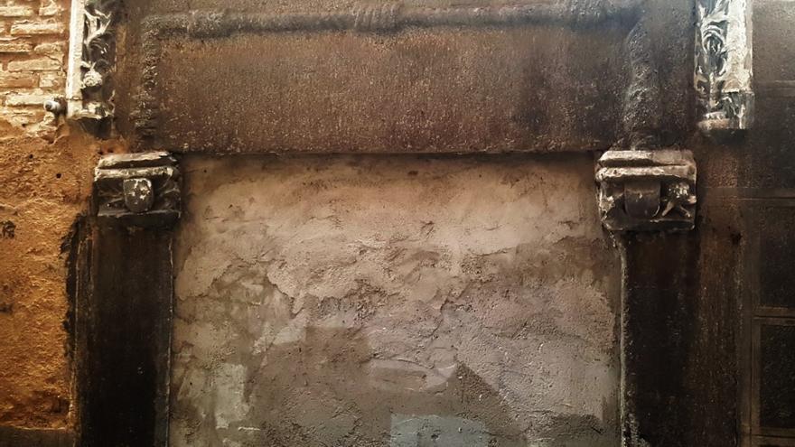 Portada gótica de la Calle del Ángel número 2 de Toledo
