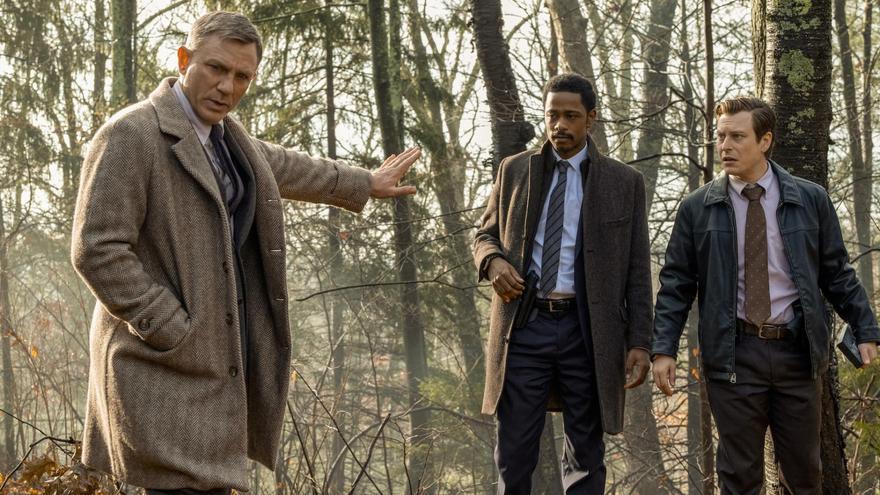 El detective Benoit Blanc, interpretado or Daniel Craig, investiga un asesinato en 'Puñales por la espalda'