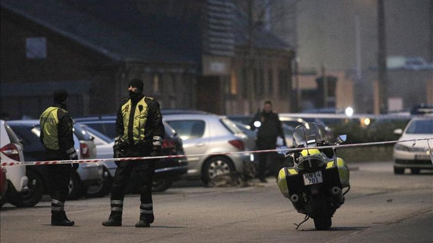 La policía en los alrededores del lugar donde se ha producido el tiroteo en Copenhague, en el exterior de centro cultural donde se desarrollaba un debate sobre libertad de expresión e islam. \ Efe