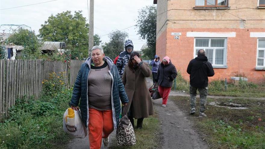 Evacúan a 30.000 personas en Ucrania por un incendio en un depósito militar