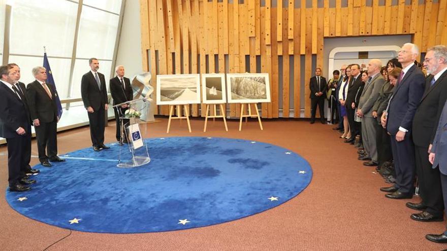 Felipe VI pone la lucha contra ETA como modelo para derrotar al terrorismo
