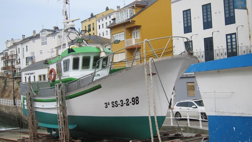 Foro dice que barcos cántabros están pescando en aguas interiores asturianas