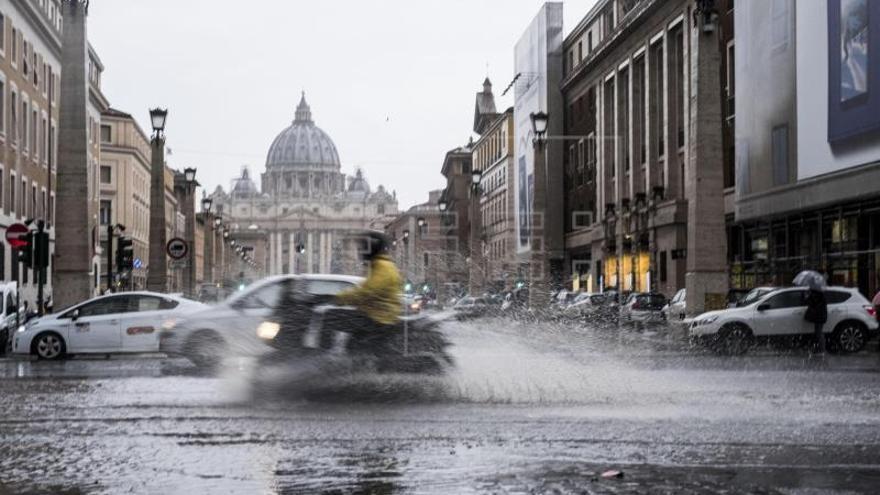 """Un """"Plan Marshall"""" para arreglar los miles de boquetes de las calles de Roma"""