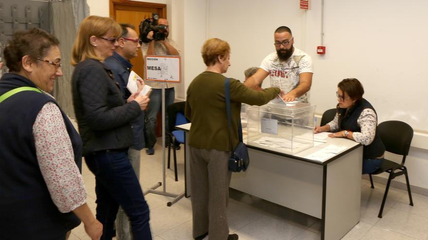 Jornada electoral en Canarias (Alejandro Ramos)