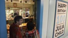 El tratado de cocina francesa de Julia Child llega a España 52 años después