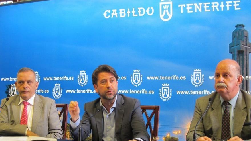 Ignacio Pintado, a la derecha, junto al presidente del Cabildo de Tenerife, Carlos Alonso