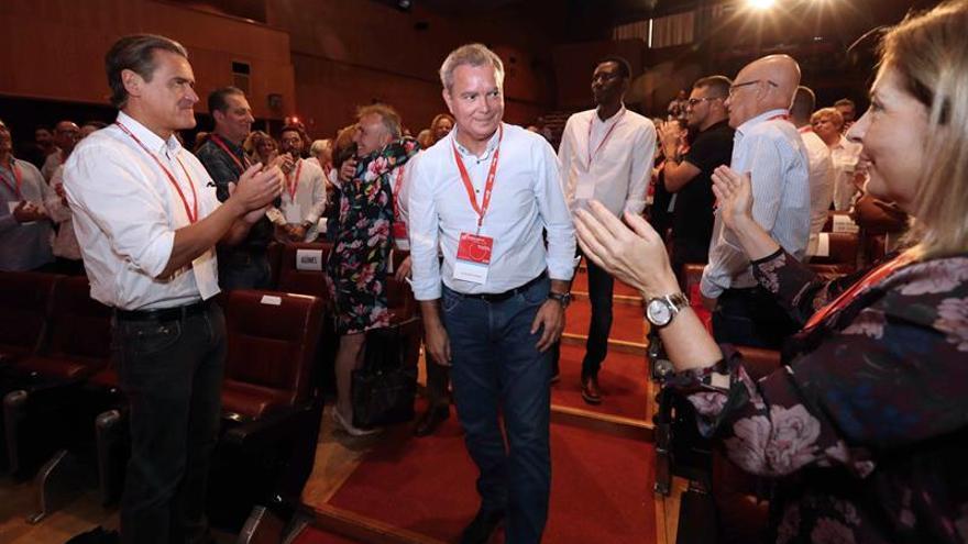 El secretario general electo del PSOE de Gran Canaria, Sebastián Franquis (c) en la apertura del 13 Congreso Insular del partido en Gran Canaria.