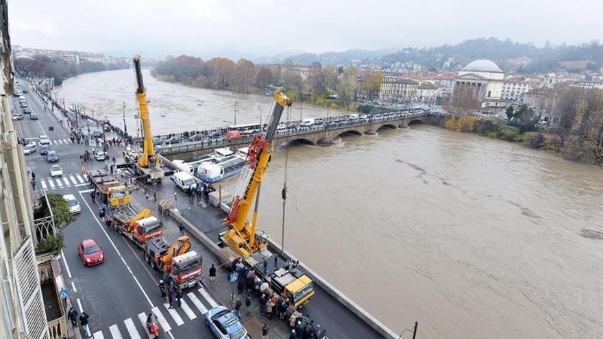 Italia registra inundaciones en el norte y está en alerta por la crecida del Po