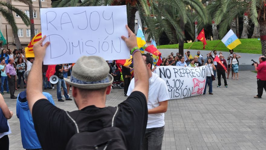 Manifestantes piden la dimisión de Rajoy en Gran Canaria