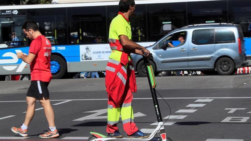 Facua pide a la DGT una regulación de la normativa de patinetes eléctricos