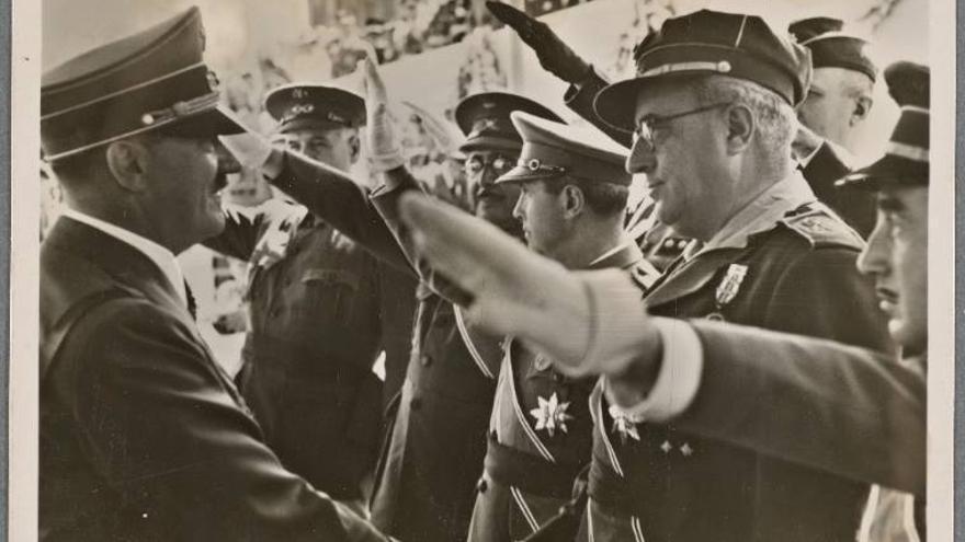 El 'carnicero de Badajoz' junto a Adolf Hitler. |