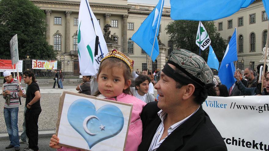 150 uigures se manifiestan en Berlín en protesta por la masacre de Urumqui, 10 de julio de 2009  © Claudia Himmelreich all rights reserved