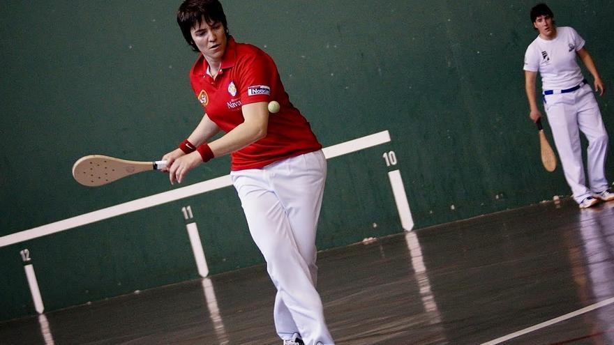 Maite Ruiz de Larramendi, en competición como palista en frontón de 30 metros / Foto: cedida / FIPV.