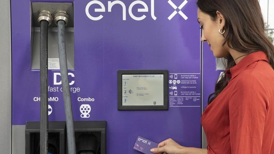 Estación de recarga de Enel X