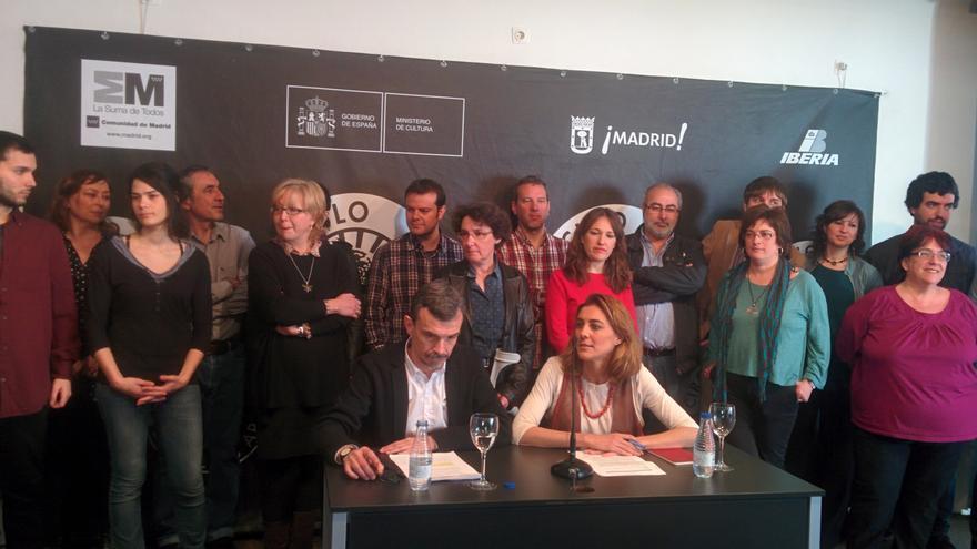 José Manuel López y Lorena Ruiz-Huerta, con el resto de su candidatura. / A. R.