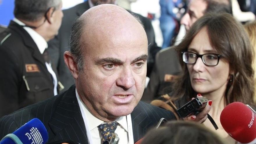 De Guindos dice que el contrato único de Ciudadanos abarata el despido