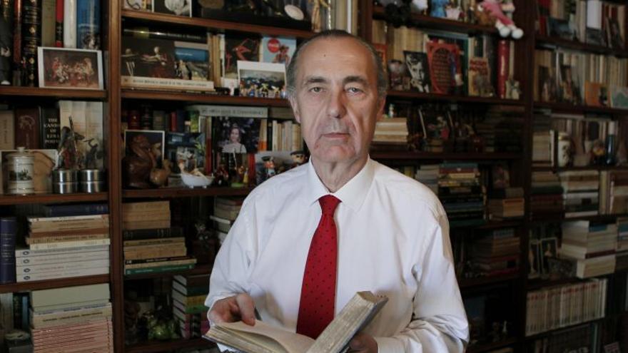 La Comunidad de Madrid premia al filólogo Luis Alberto Cuenca y la química María Vallet