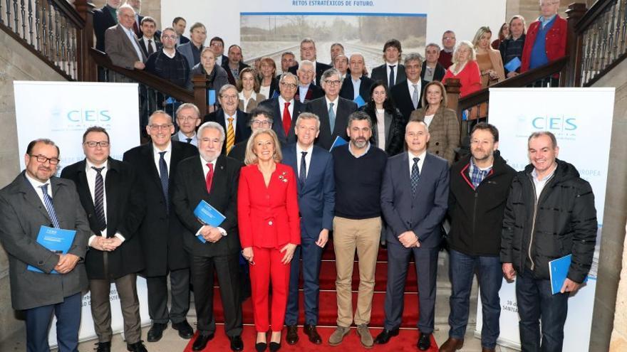 Foto de Familia del Consello Económico e Social de Galicia con Porro aún como presidenta