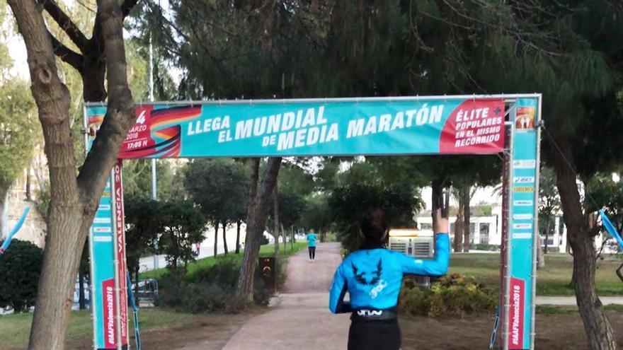Primeros carteles del Mundial de maratón de València para animar a los aficionados.