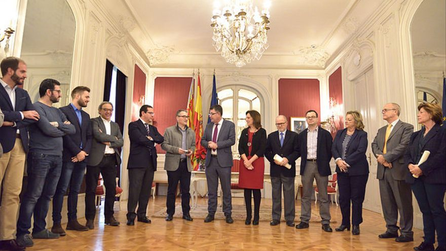 Los portavoces reciben al síndic major, Vicent Cucarella