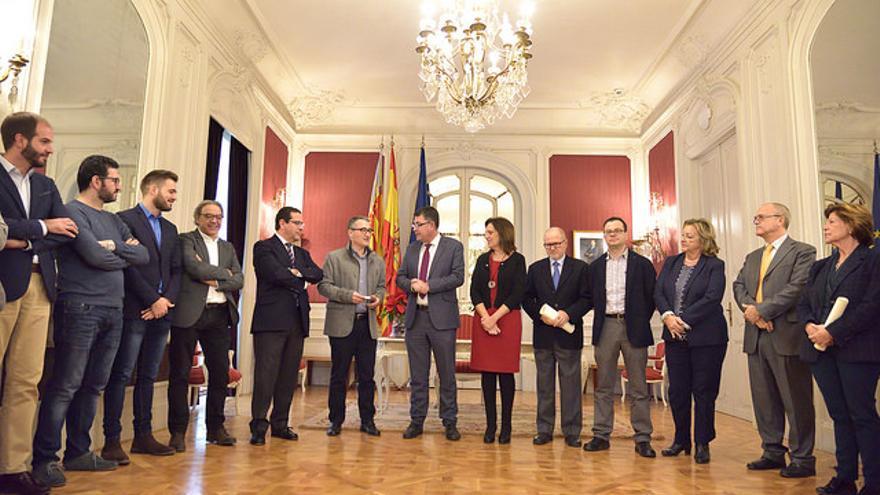Los portavoces reciben al síndic major, Vicent Cucarella