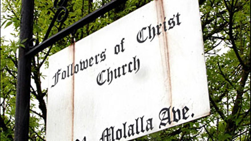 Un cartel de los Seguidores de Cristo en Idaho, donde la ley permite a los padres negar asistencia médica a sus hijos.