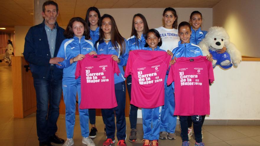 Momento de la presentación de la prueba deportiva no competitiva por el CEA Tenerife de atletismo