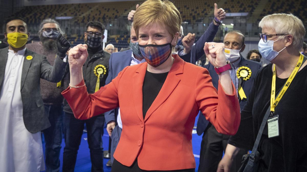 Nicola Sturgeon celebra la victoria de su partido en las elecciones de Escocia la semana pasada.
