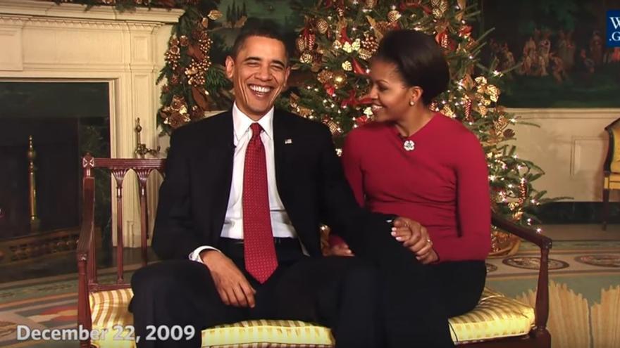 Barack y Michelle Obama durante su primer discurso navideño en la Casa Blanca (diciembre de 2009)